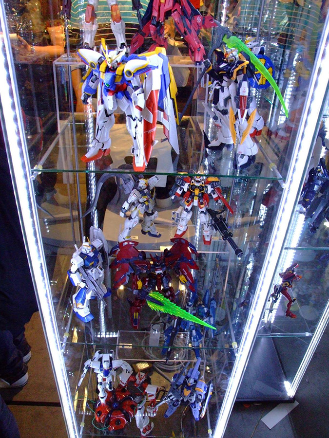 All of the best action figure display ideas listed right here! This one is a glass display case with many benefits.
